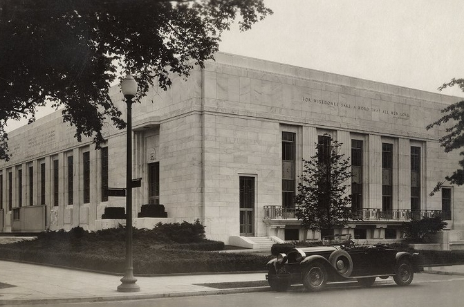 File:NW facade of Folger 1932 with Packard.jpg
