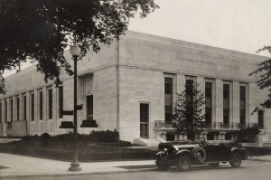 NW facade of Folger 1932 with Packard.jpg